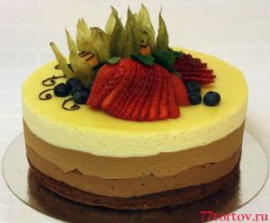 Торт 3 шоколада с ягодами