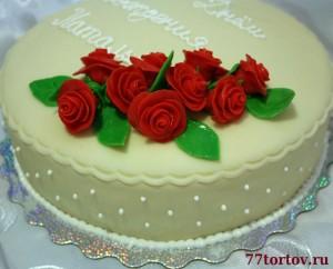 Розы из мастики на торте