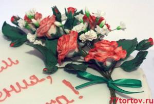 Розы и гипсофилы из мастики на торте