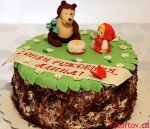 Шоколадно-бисквитный торт с фигурками Маши и Медведя из мастики