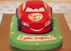 Торт в виде машинки Маквин