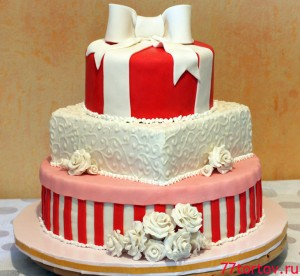 Трёхъярусный торт на свадьбу