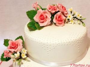 Розы на свадебном торте