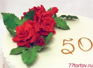 Торт киевский с розами крупным планом