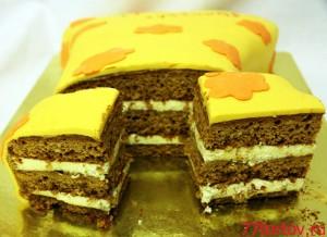 Торт мастичный в разрезе - медово-ореховые коржи и крем