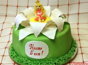 Торт с принцессой на цветке