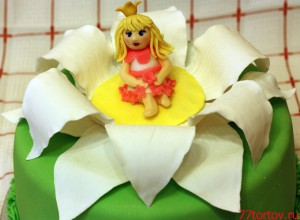 Принцесса на цветке на торте