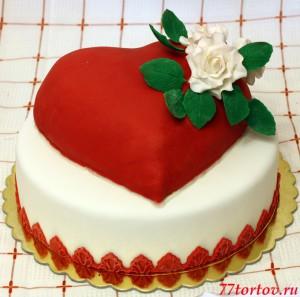Торт с сердцем и розами