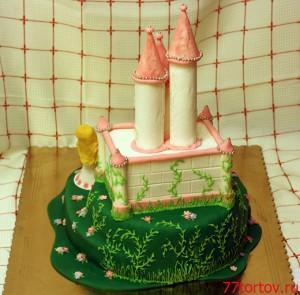 Торт с замком - вид сзади