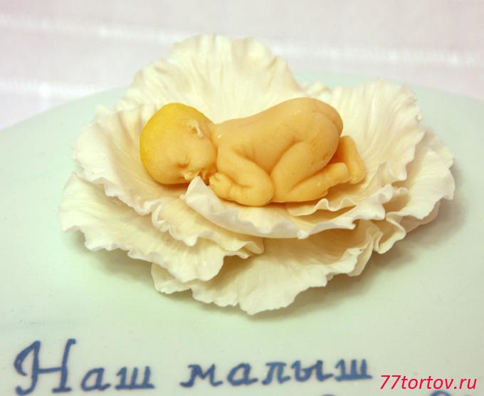 Младенец на цветке