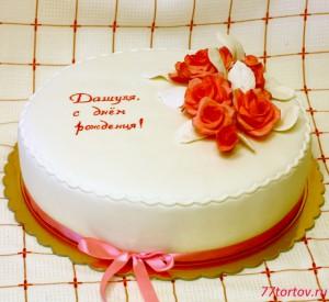 Белый торт с розовыми розами