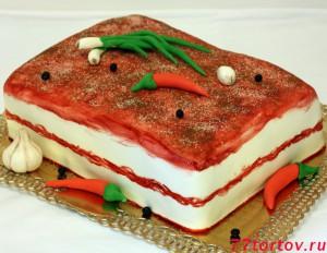 Торт в виде куска сала