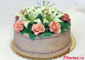 Торт с розами и лилиями из мастики