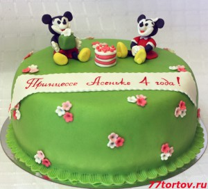 Торт с фигурками Микки Мауса и Мини