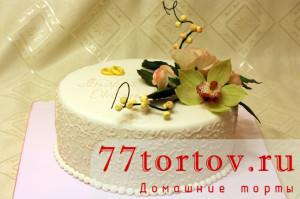 Торт свадебный с розами и орхидеями