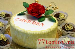 Торт с розой и маффины