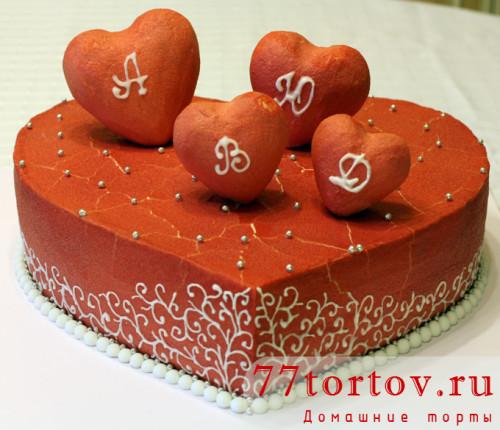 Торт в виде сердца с сердечками