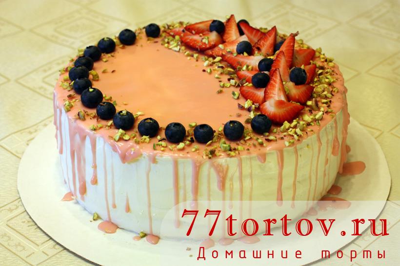 Торт клубничный с голубикой