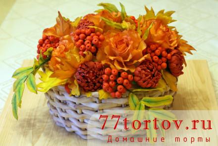 Торт-корзина с осенними цветами и листьями