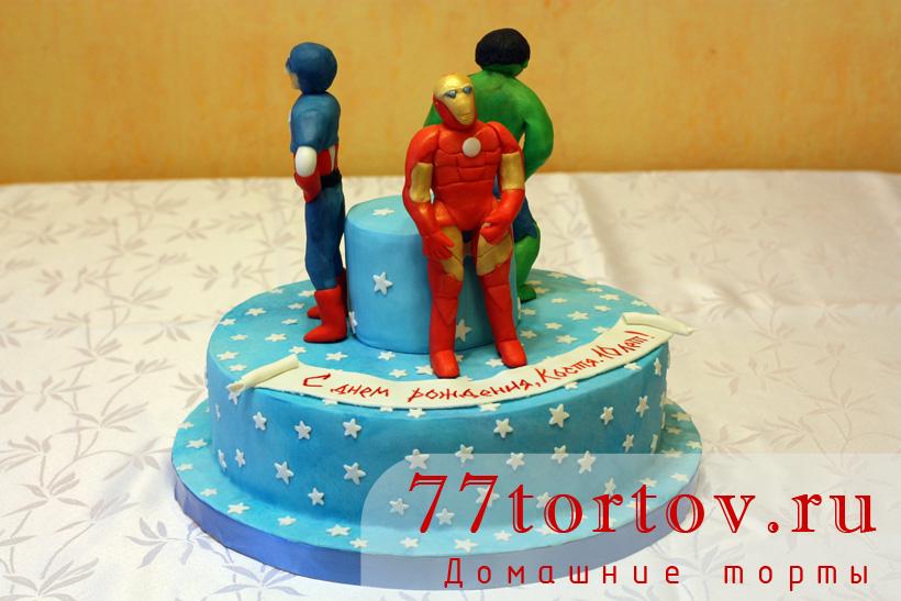 Торт с фигурками Мстителей