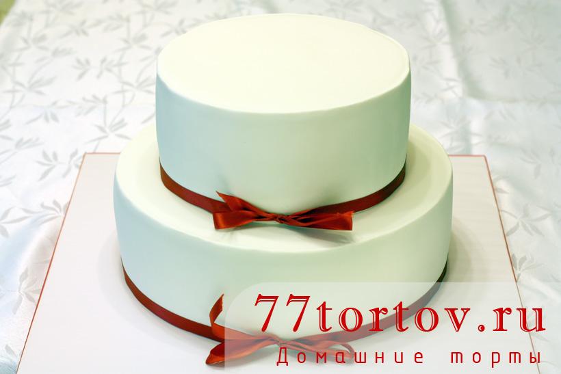 Двухъярусный торт без украшения