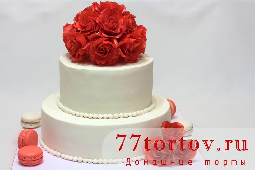 Торт двухъярусный с алыми розами